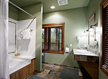 Lakedale hotel guest room bathroom