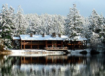 Lakeview lodge hotel in winter