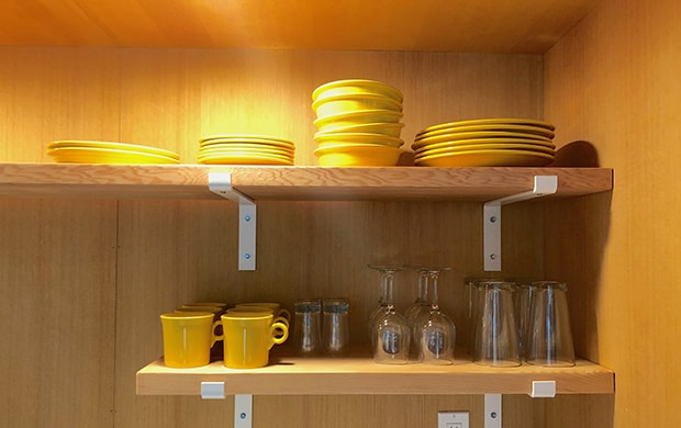 detail dishes in wet bar area at 620