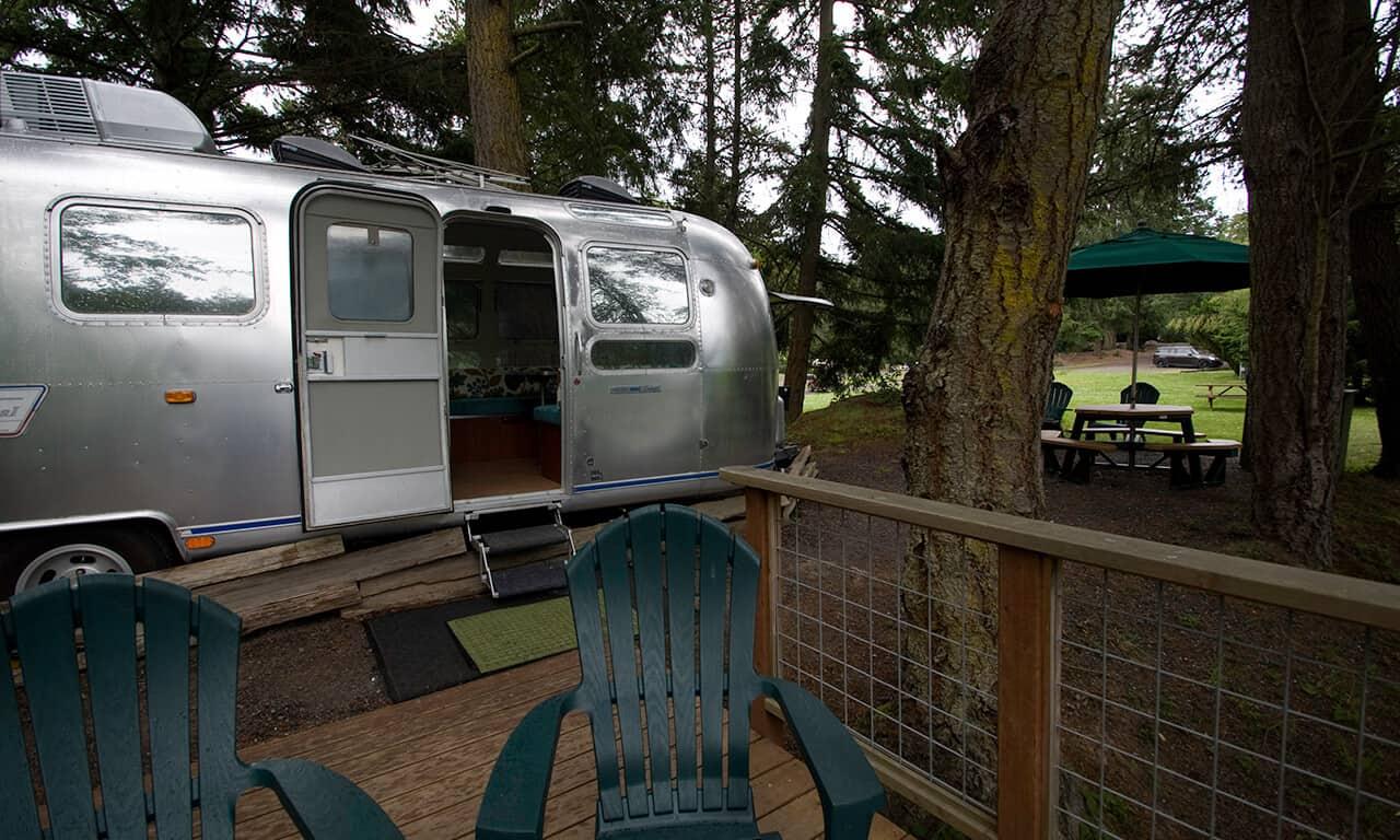 Airstream_deck_exterior_e4mxqz