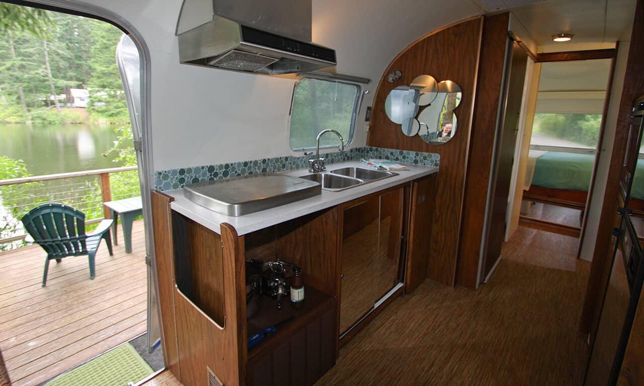 Airstream_kitchen_to_deck_rrnf3j