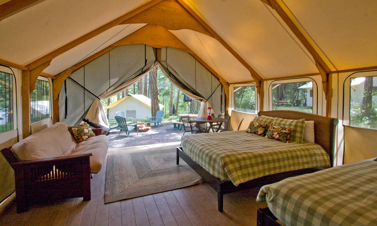 Canvas_Cabin_bunkhouse_interior_to_outside_view_uar6tr