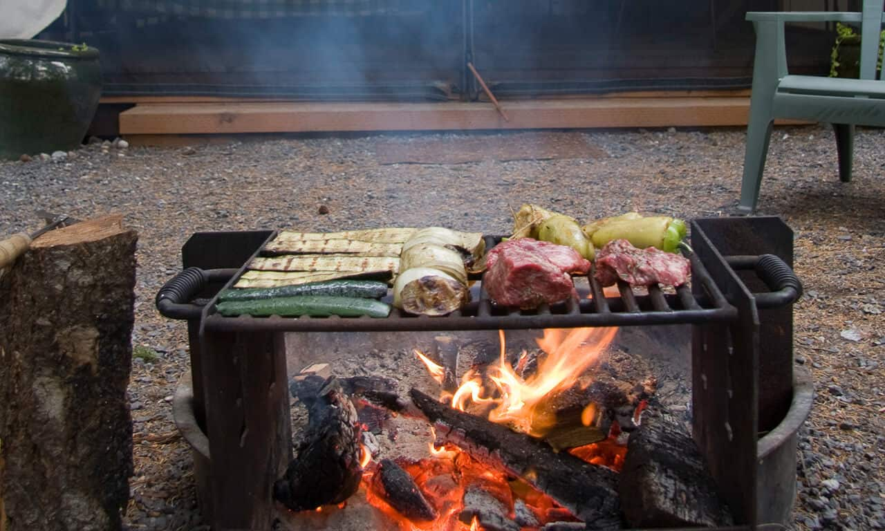 Canvas_Cabin_with_grilled_food_mcq9r4