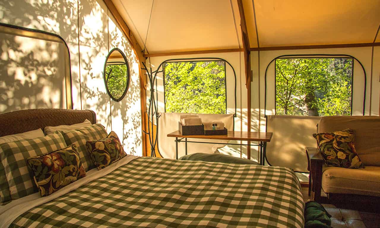 Canvas_cabins_in_morning-9_jrazd8