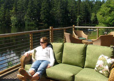 Kelly_sitting_in_lodge_deck_sofa_krxrfp