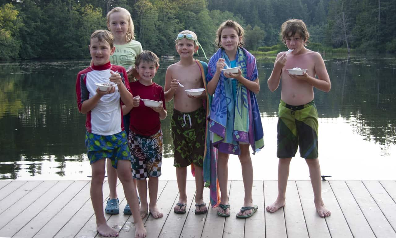 1280 kids with ice cream on dock