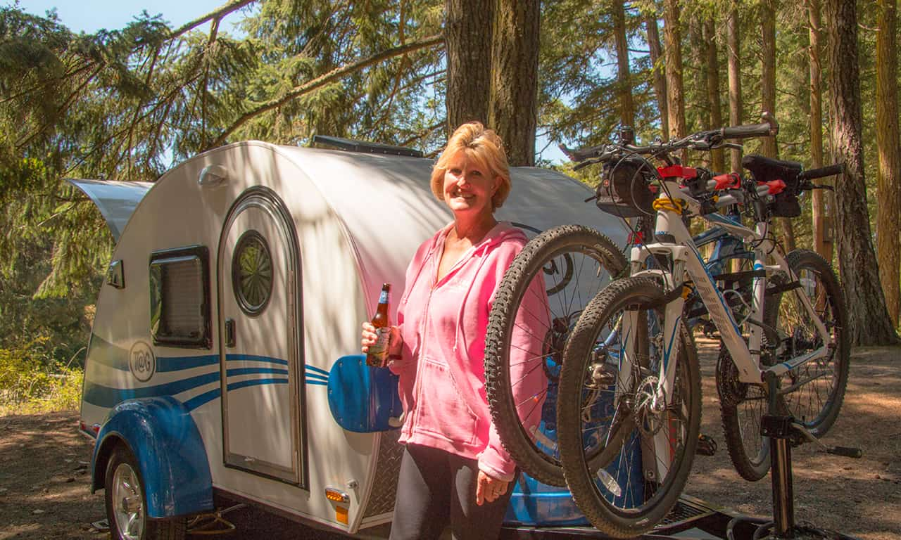 1280 woman with TAG trailer and bikes