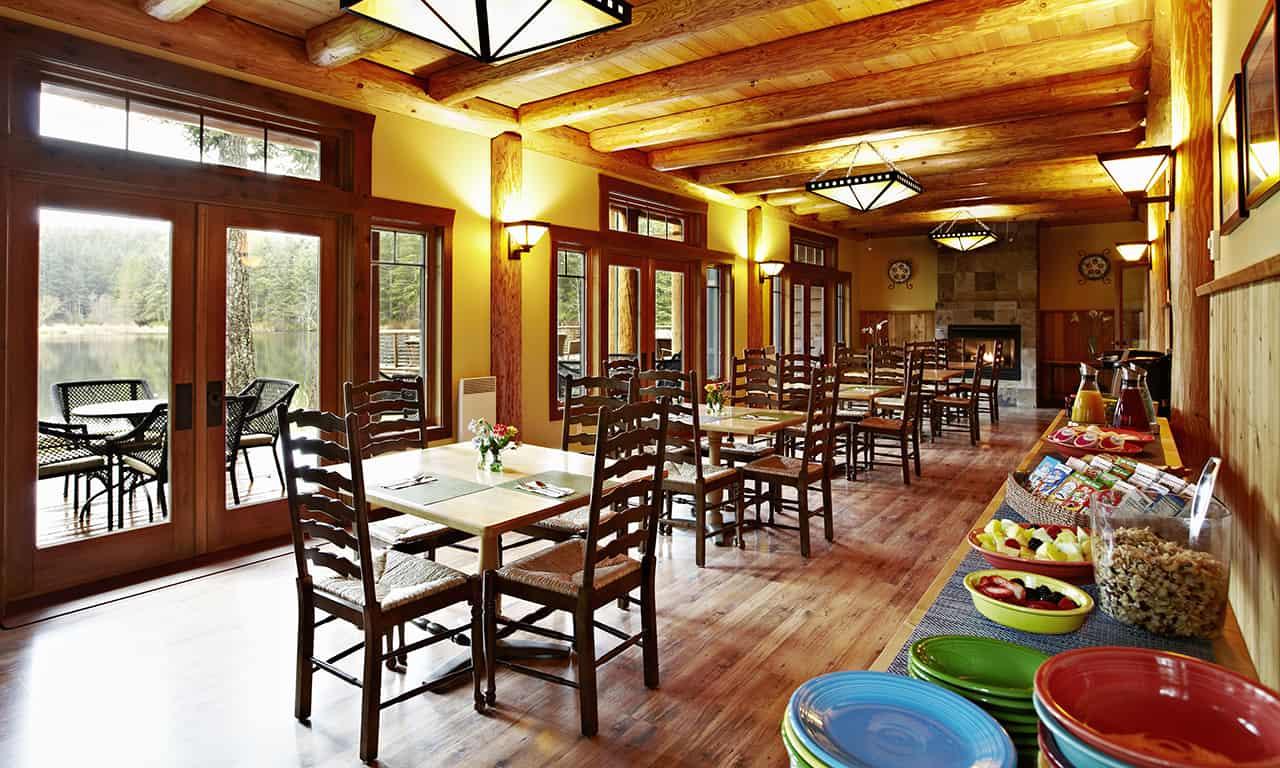 1280 Barwick breakfast room