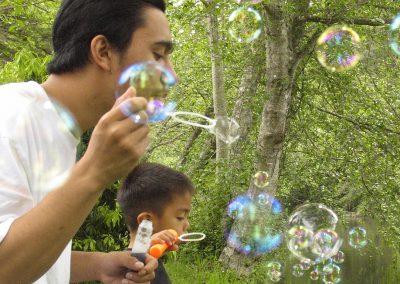 1280 Blowing bubbles
