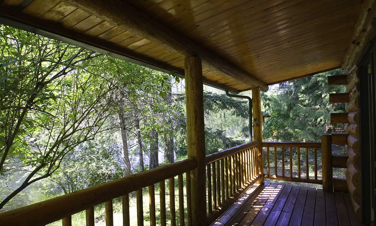 1280 Log Cabin deck to lake