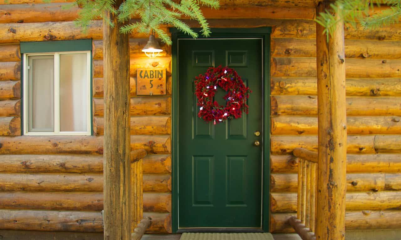 1280 Log Cabin door with wreath