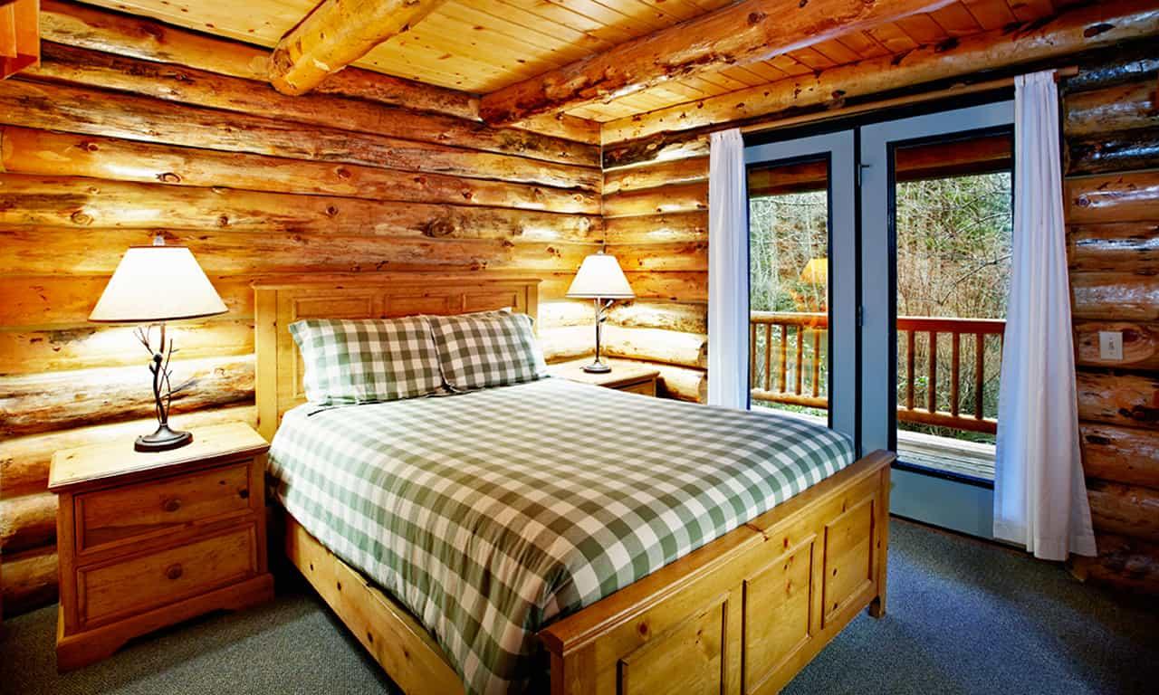 1280 Log Cabin downstairs bedroom