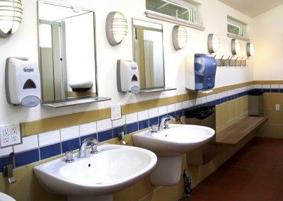 1280 camping Bathhouse