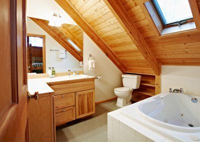 1280 lake House bathroom