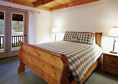 1280 lake House bedroom
