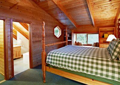 1280 lake House master bedroom