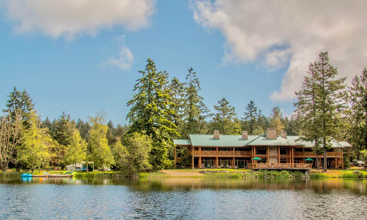 1280 lodge in summer across lake