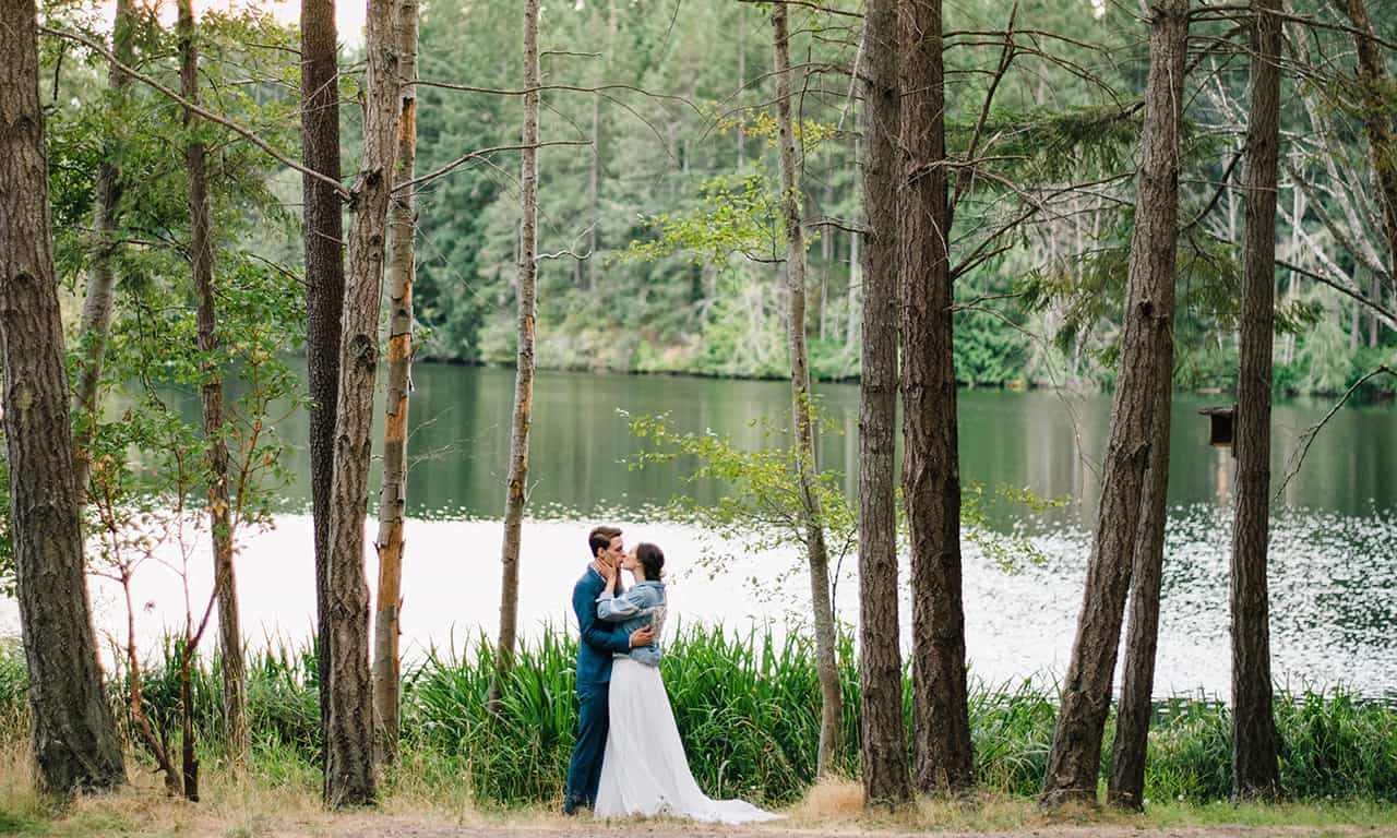 1280 wedding couple by lake in trees