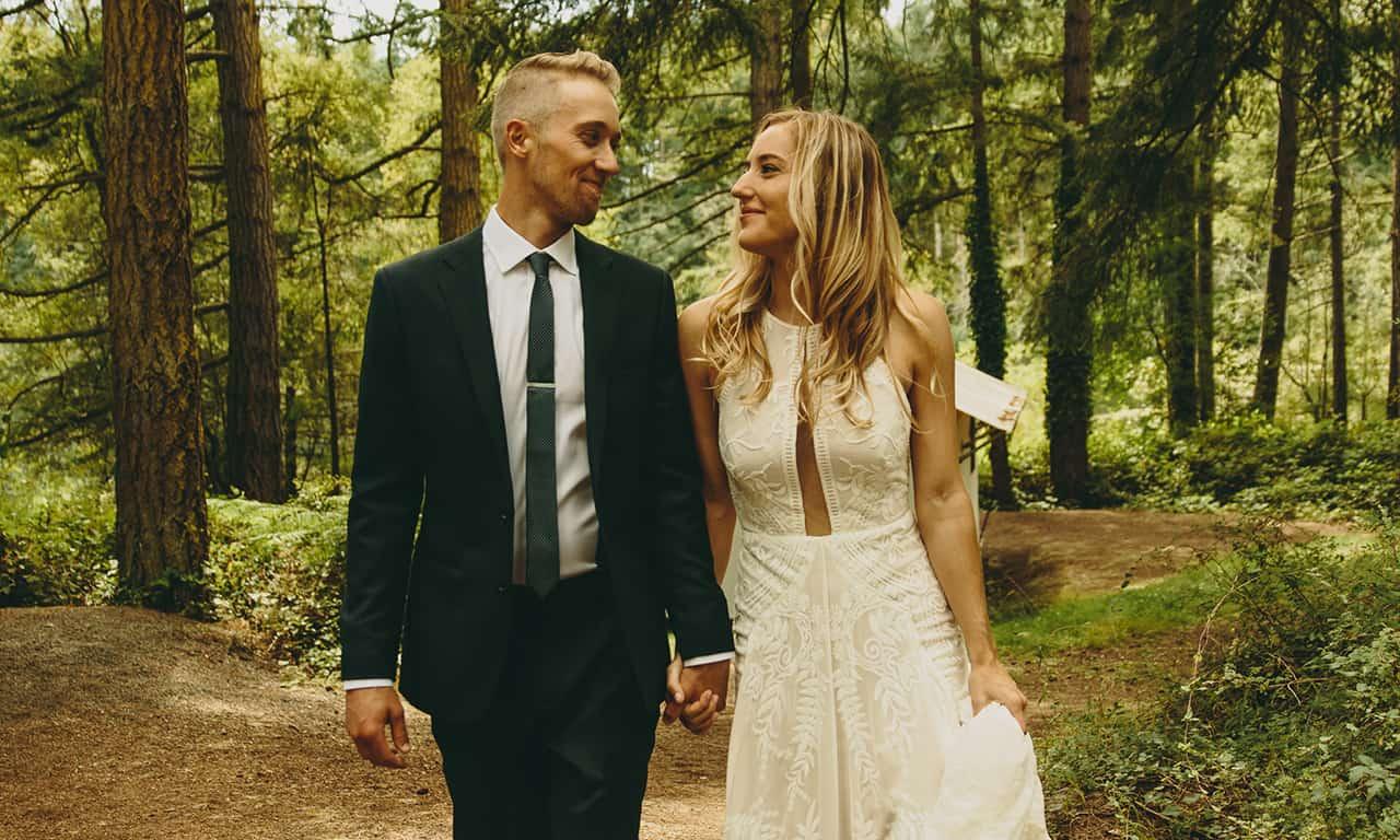 1280 wedding couple in woods
