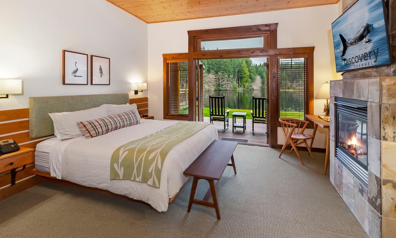 lodge 2 towards bed with open door-Edit