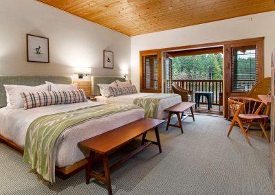 lodge 4 towards beds-Edit