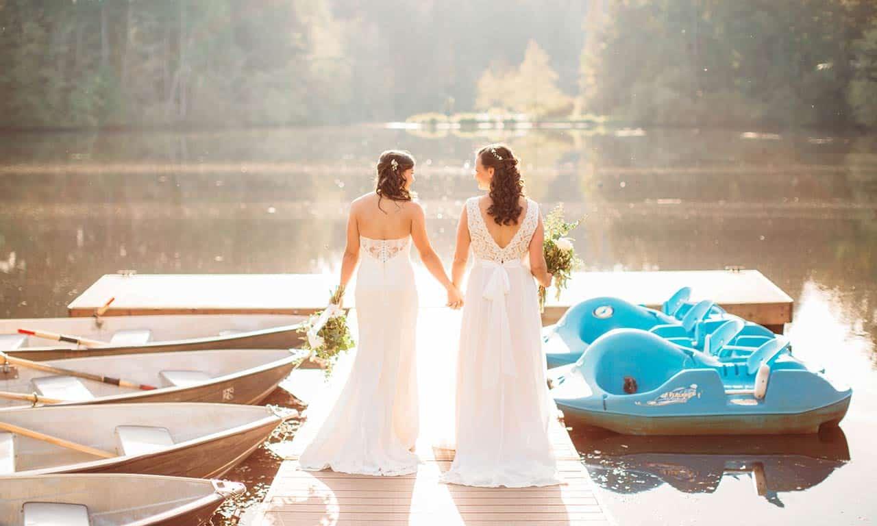 1280-brides-on-dock