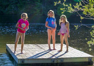 1280-closeup-girls-on-dock-at-Neva