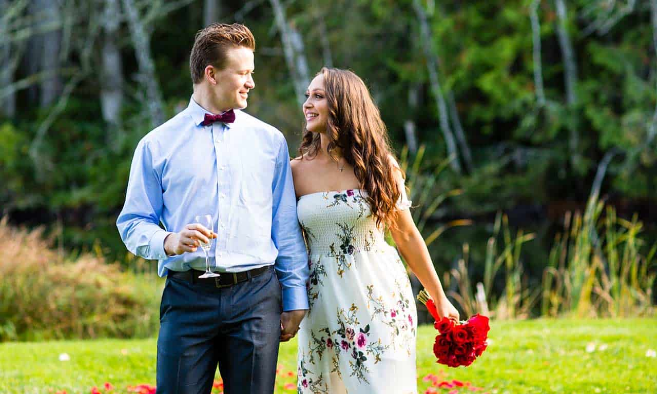 1280-engaged-couple-with-champagne-and-bouquet