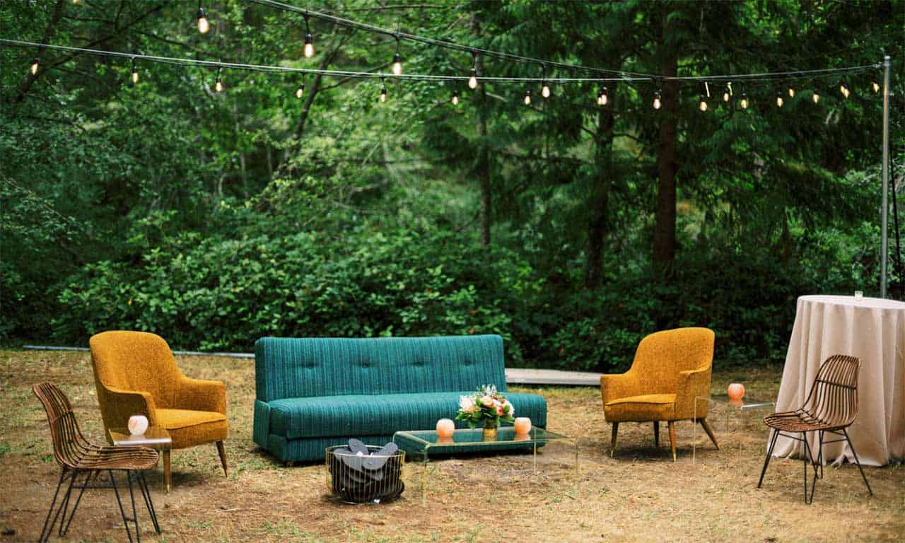1280-hip-wedding-seating-in-meadow
