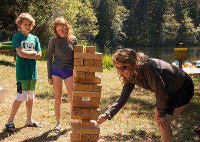 1280-mom-and-kids-playing-Jenga