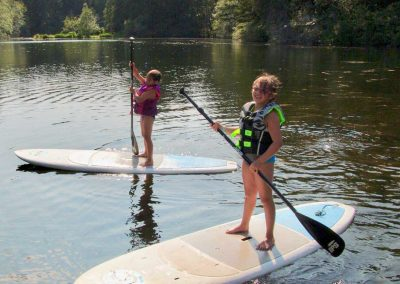 1280-young-girls-on-paddleboards-on-lake