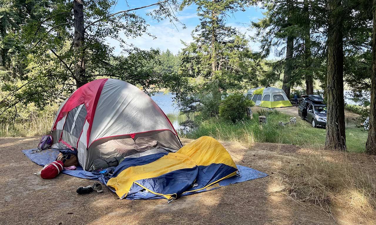 camping-at-lake-at-Lakedale