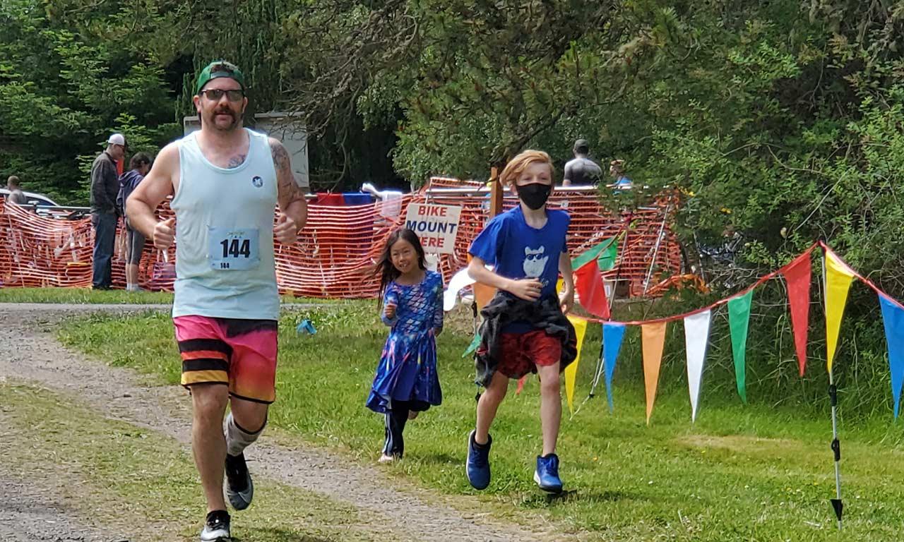 family-at-Lakedale triathlon-finish