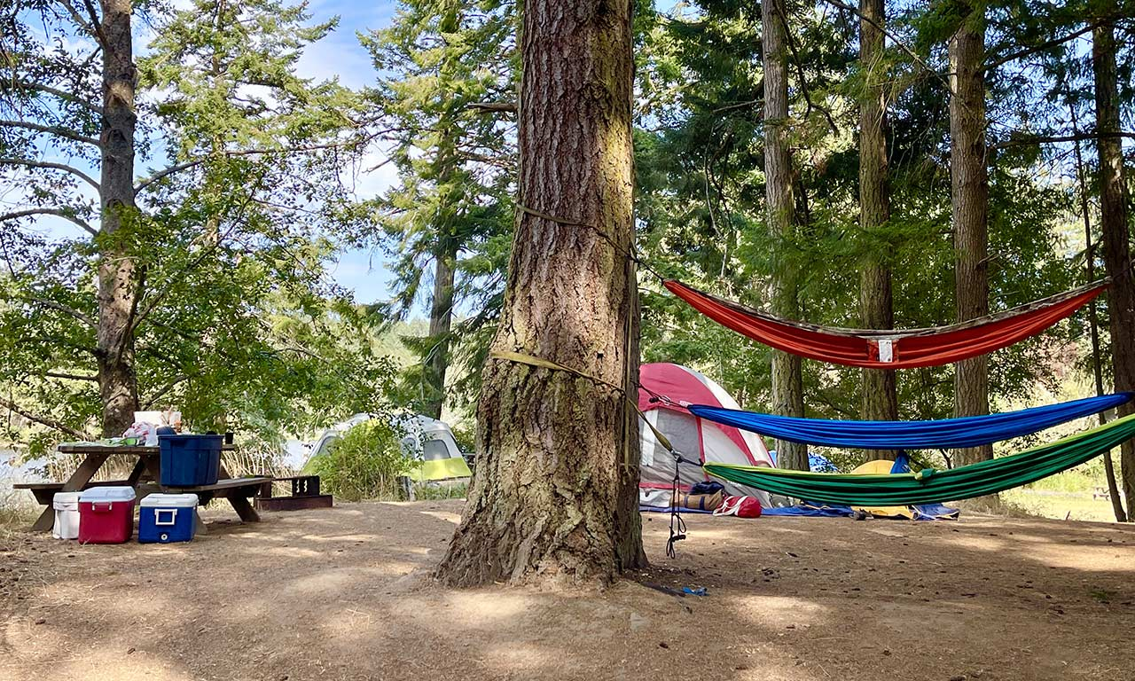 hammocks at Lakedale campground