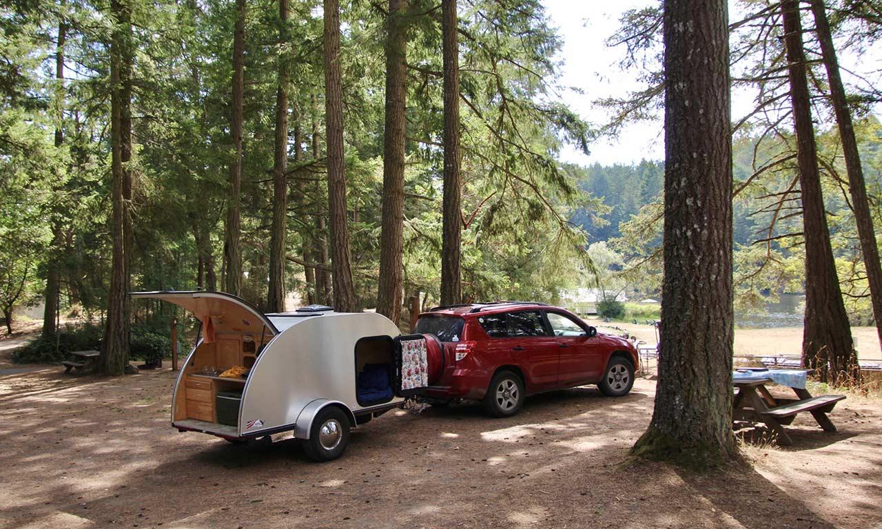 tear-drop-trailer-at-Lakedale