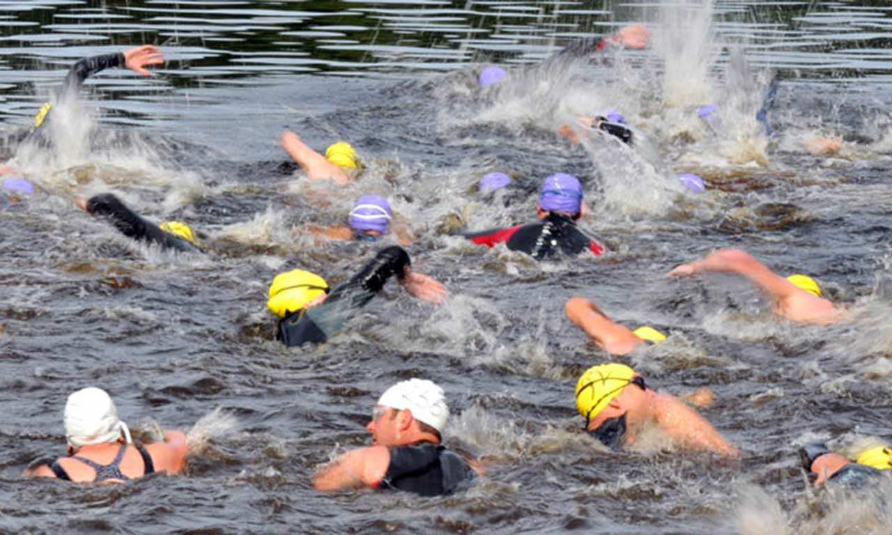 triathlon-swimmers-in-water