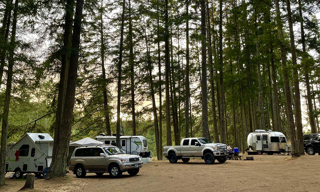 3-trailers-at-Lakedale-RV-site