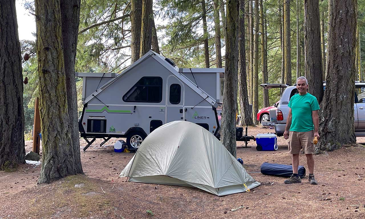 man-with-trailer-at-Lakedale-RV-site